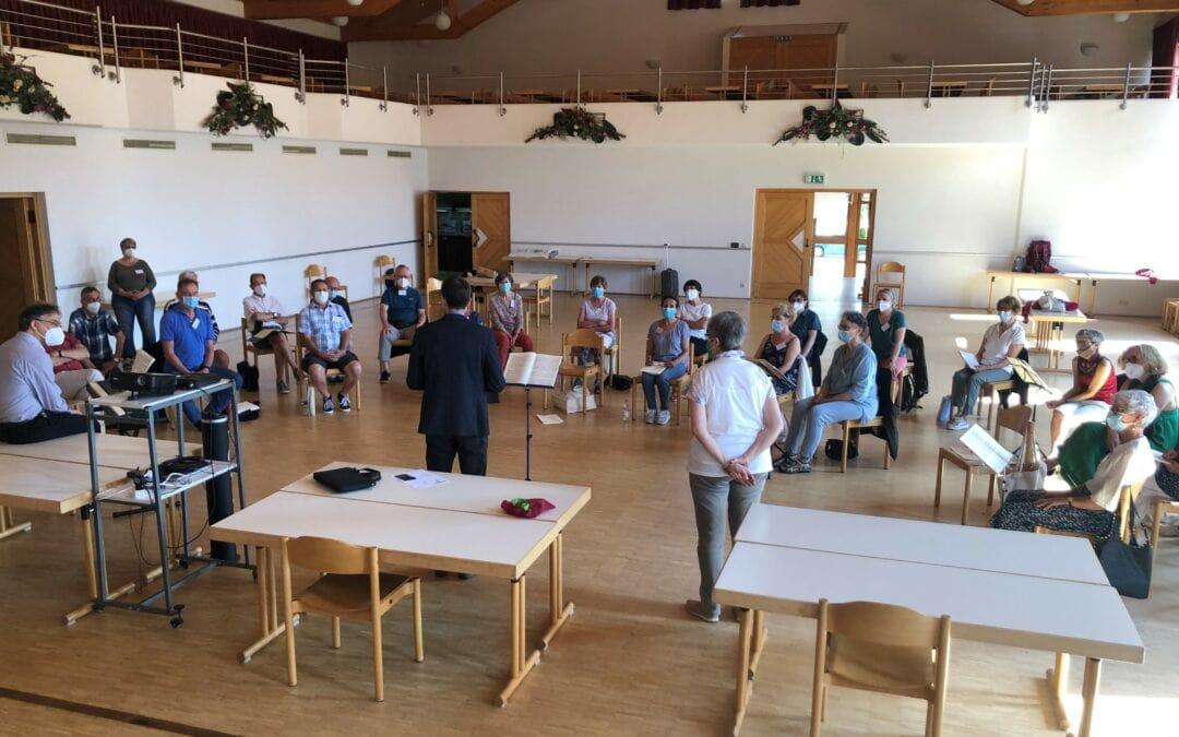 Schönwald heißt Teilnehmer*innen des Workshops für geistliche Chormusik willkommen